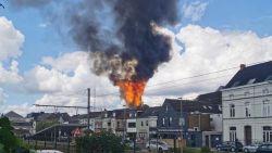 Oude schutterstoren Wetteren brandt volledig uit, vallende en brandende leien zetten ook andere daken in brand