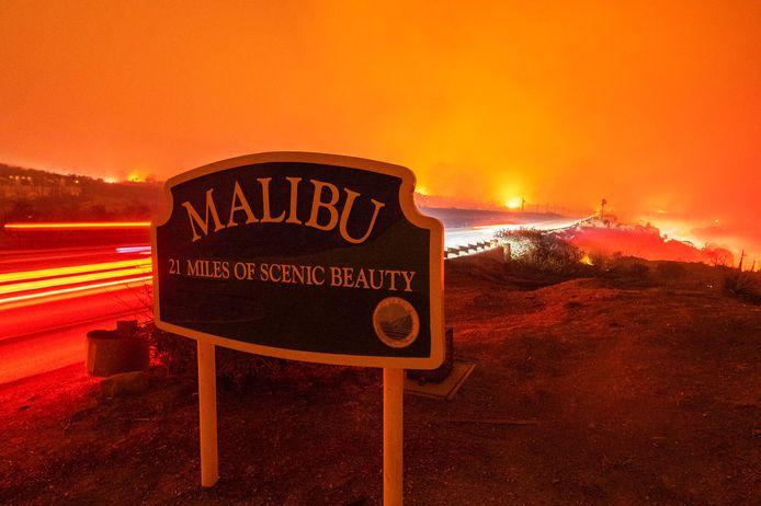 Bosbranden, zoals hier in Malibu in 2018, zijn erg schadelijk voor de snelweg.