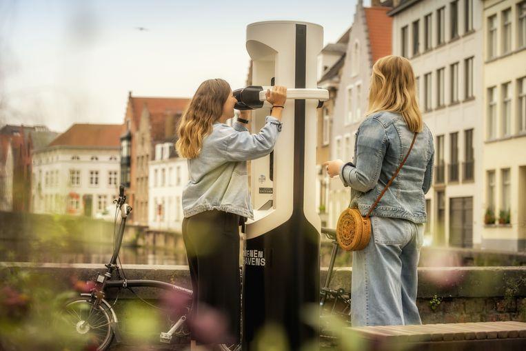 De VR-kijkers op de fietsroute 'Verdwenen Zwinhavens' brengen je terug naar de middeleeuwen.  Beeld rv