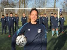 Zeeuws voetbaltalent Danique Tolhoek staat voor een lastige keuze: wordt het PSV of Ajax?