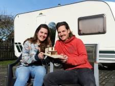 Wonen in een caravan van 10 vierkante meter, Niels en Janne Sophie doen het. 'Huren is zonde van het geld'
