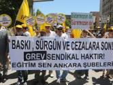Opnieuw duizenden Turkse ambtenaren geschorst na couppoging