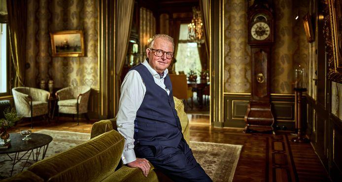 Michel Perridon in Villa Welgelegen aan de Parklaan, dat hij de afgelopen jaren liet opknappen. In het koetshuis naast deze villa zal hij voortaan verblijven als hij in Nederland is.