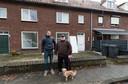 Archieffoto in de Diepenbrockstraat in De Bennekel Eindhoven met buurtbewoner William Maas (rechts).