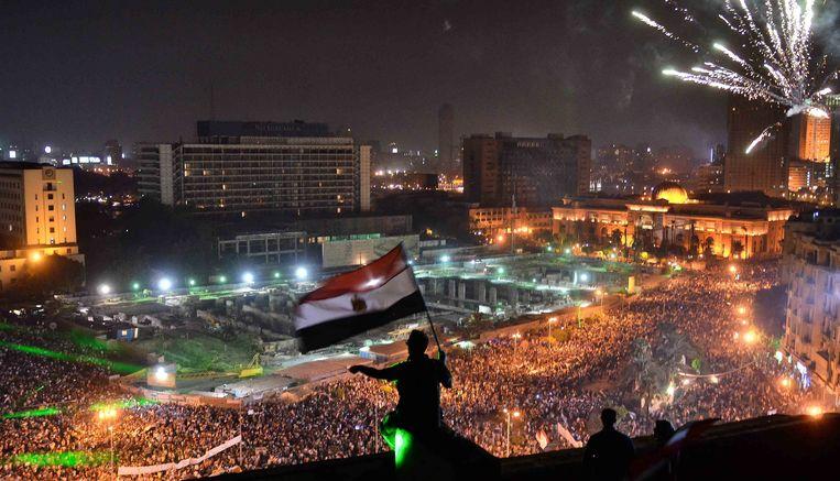Op het Tahrirplein in Caïro stroomden gisteravond honderdduizenden tegenstanders van de afgezette president Morsi toe. Beeld AFP