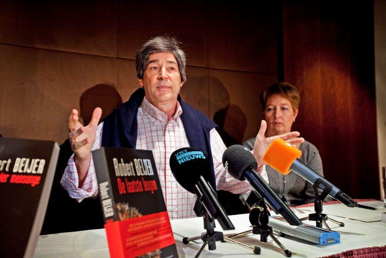Robert Beijer tijdens de voorstelling van zijn boek 'De laatste leugen', in 2010. Beeld Tim Dirven