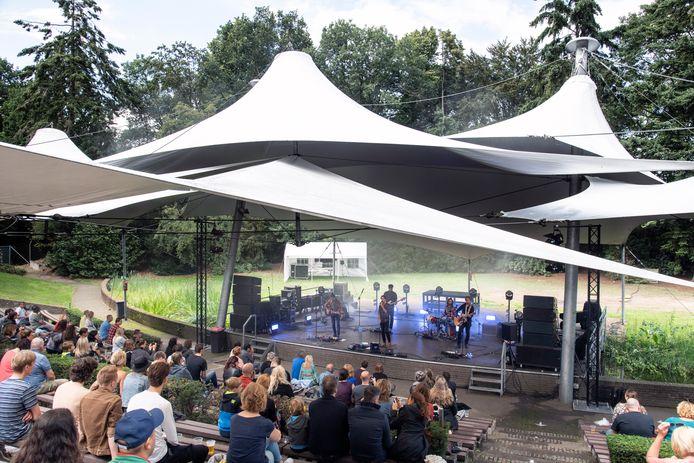 Coronaproof concert van Navarone vorig jaar in Openluchttheater De Goffert.