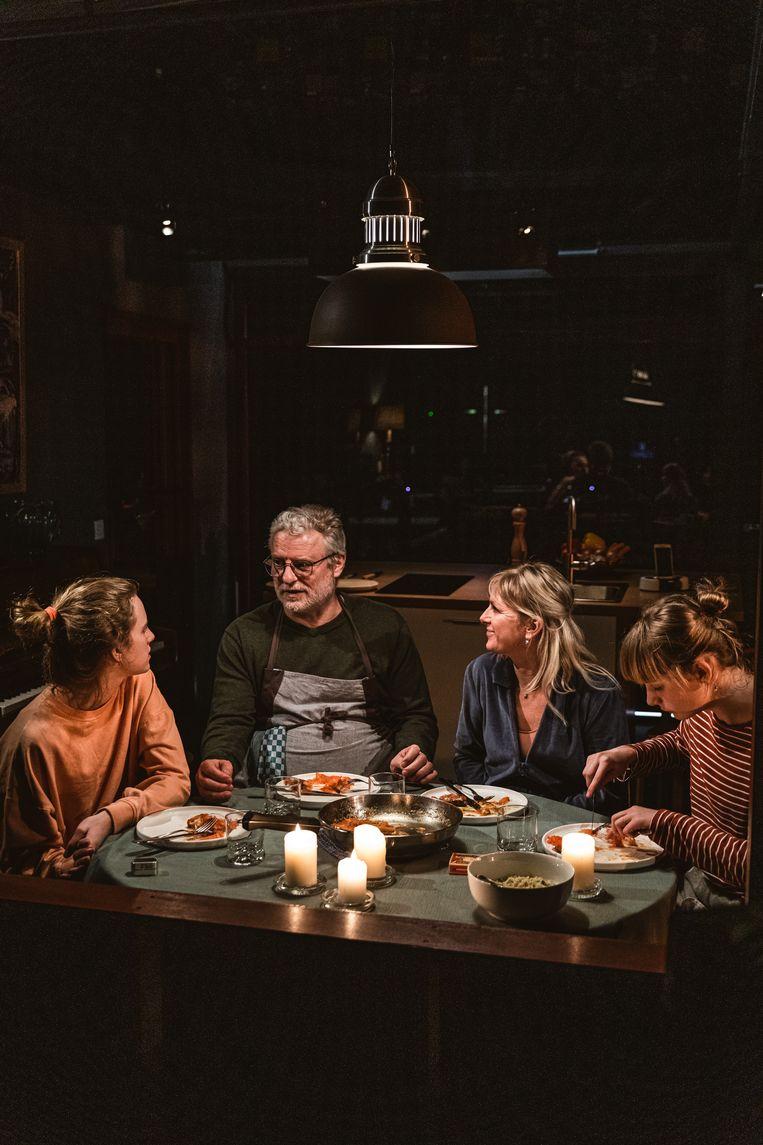 Repetitiebeeld van het gezin Peeters-Miller als de familie Demeester. Beeld Michiel Devijver