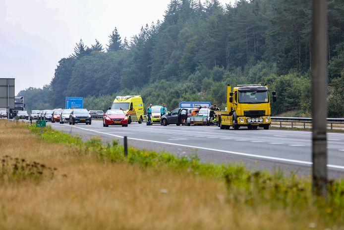 Aanrijding tussen twee auto's op de A1 ter hoogte van Ugchelen.