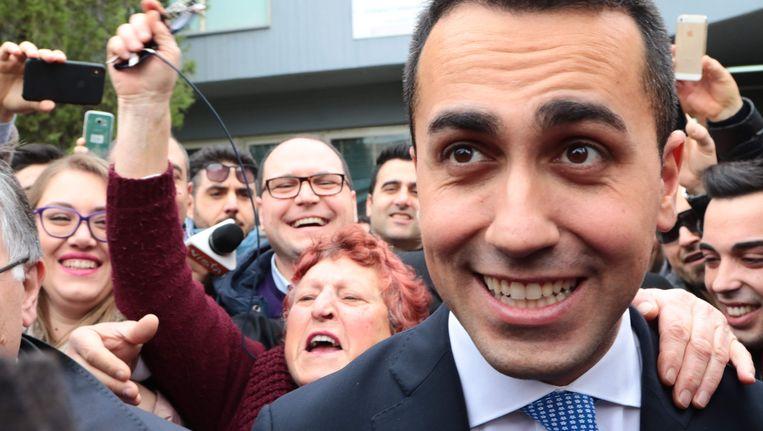 Luigi Di Maio. de leider van de Vijfsterrenbeweging, viert zijn verkiezingsoverwinning. Beeld null