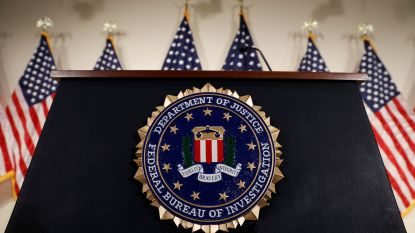 """FBI-agent die Trump """"een idioot"""" noemde gedagvaard"""