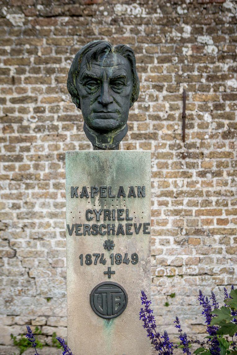 Van 1911 tot 1939 woonde Cyriel Verschaeve in de kapelanij van Alveringem. Vandaag is dat gebouw ingericht als museum.  Beeld Jan De Meuleneir