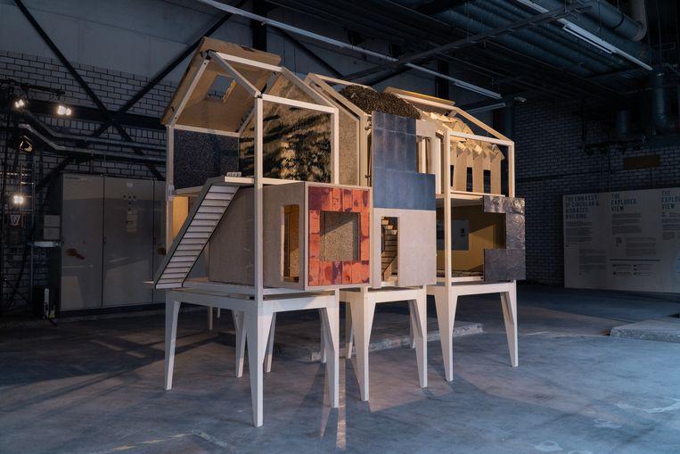 Het huis laat gebruik van allerlei materialen zien, zoals hennep en zeewier. En je mag alles aanraken. Beeld