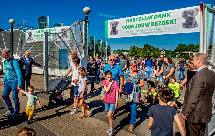 Na de eerste lockdown in het voorjaar van 2020 openden burgemeester Aboutaleb en directeur Erik Zevenbergen weer de deuren voor het publiek. Helaas maar voor even, want nieuwe tijdelijke sluitingen volgden.