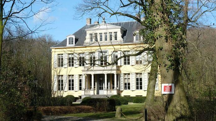 STOCK. Voorzitter van voetbalclub Antwerp Paul Gheysens kocht in 2020 nog Kasteel Ertbrugge voor 5 miljoen euro. De feestelijkheden zondag vinden plaats op de weide tegenover het kasteel.