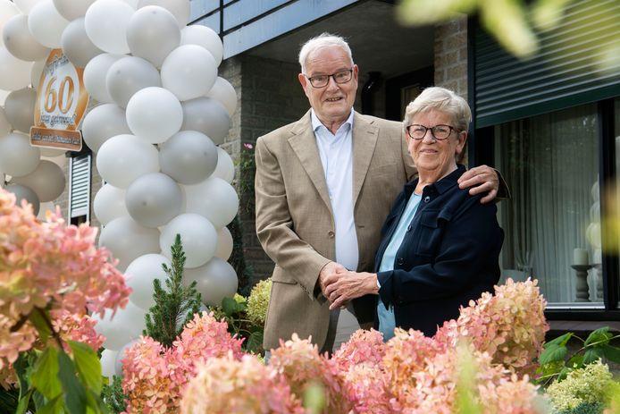 Echtpaar Gertie en Henk van der Holst, 60 jaar getrouwd.