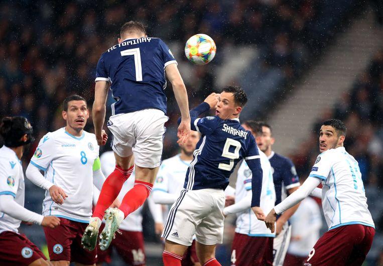 Volgens het onderzoek in the NEJM gaan voetballers veel vaker dood aan dementie, mogelijk door het koppen van de bal. Beeld BSR Agency