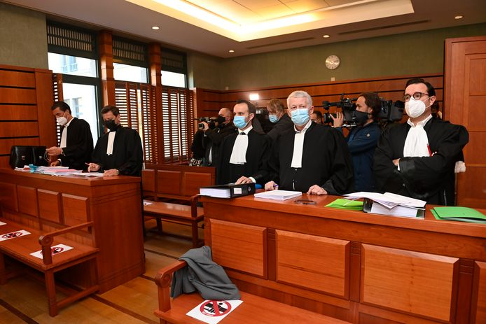 De ondernemingsrechtbank moet nu beslissen of de aanstelling van de bewindvoerster in februari nodig was en of ze haar taak nog eens zes maanden mag voortzetten.