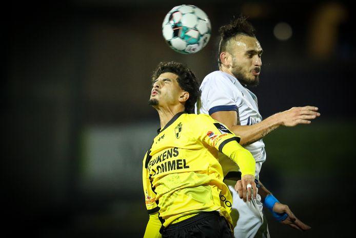 Ibrahim El Ansri viel zondag in tegen Union. Hier gaat hij een duel aan met Teddy Teuma.