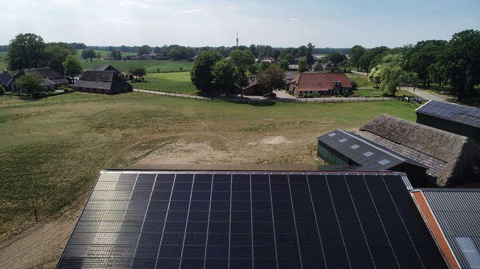 'Boeren en bedrijven, wacht niet op de grote stroomkabel van Liander als je panelen op het dak wil!'