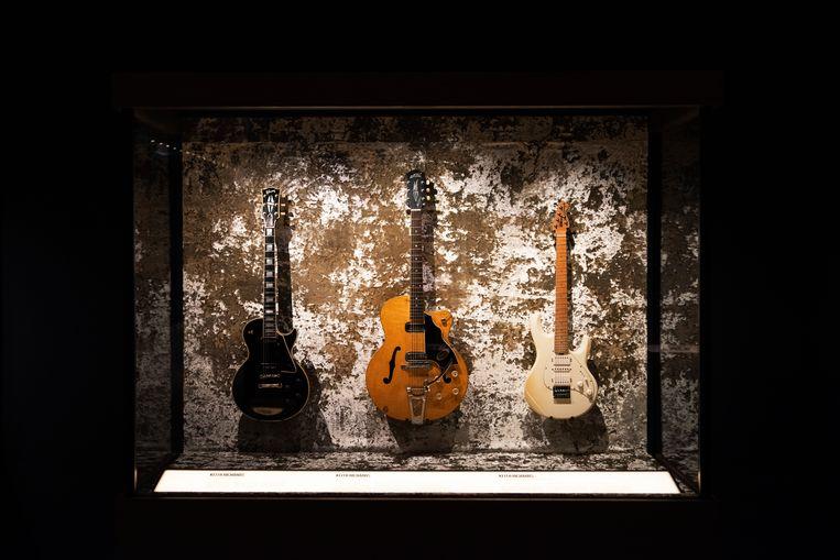 Gitaren waar Keith Richards op speelde. Onder andere de 1960 Maton EG240, natural. Een Australische gitaar waar Keith een zwak voor had. Beeld David Vroom