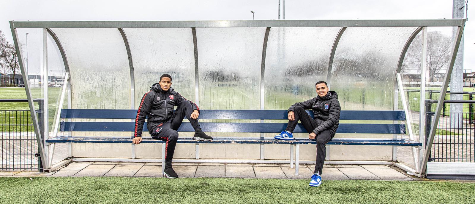 FC Twente-verdediger Jayden Oosterwolde (links) en PEC-middenvelder Eliano Reijnders voetbalden ooit samen in de jeugd van de Tukkers. Zaterdag spelen de Zwolse neven tegen elkaar.