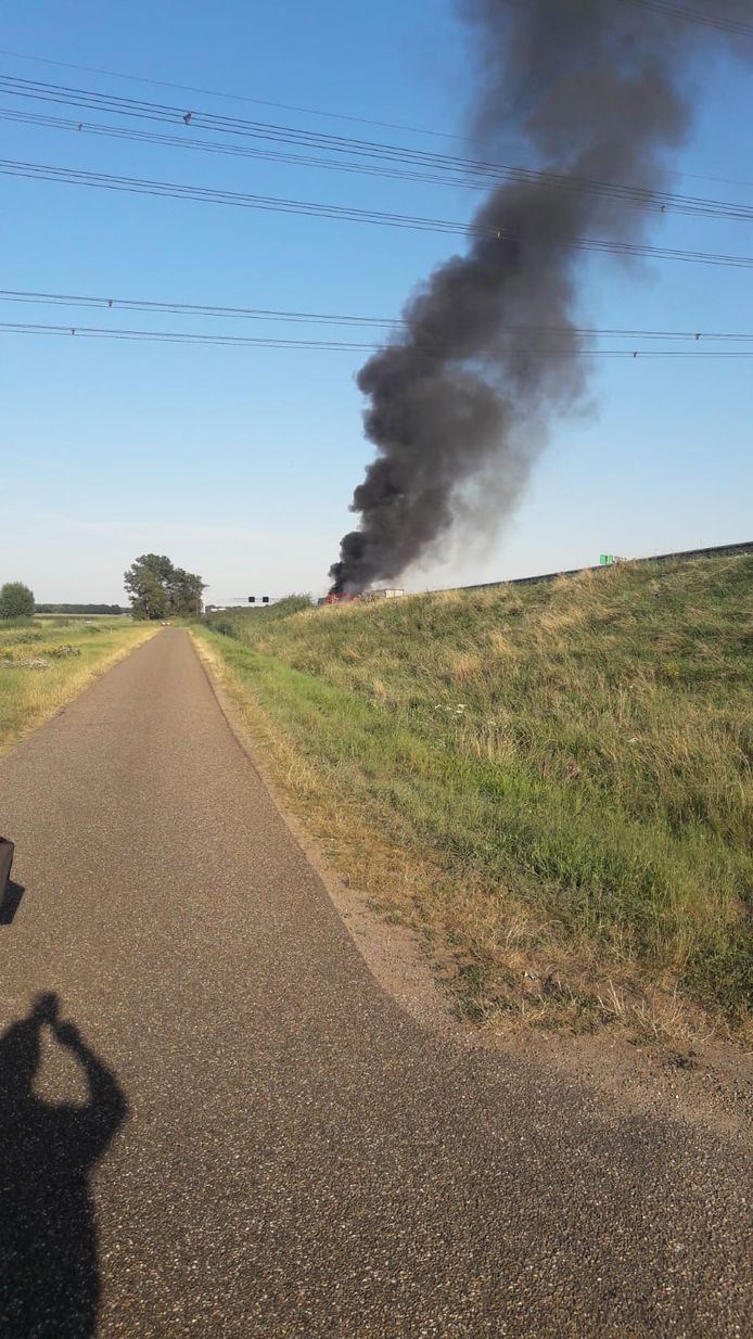 Autobrand op A67 bij Ommel