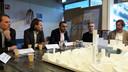 Presentatie van de plannen van Being Development/OMA Architecten voor VDMA aan de Vestdijk in Eindhoven, met vlnr David Gianotten (OMA), Bas van Dam (Being), wethouder Yasin Torunoglu en de leden van het buurtcomité Cees Dekkers en Piet-Hein Govers.