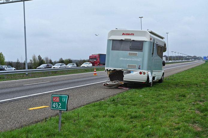 Ongeval met meerdere voertuigen op de snelweg.