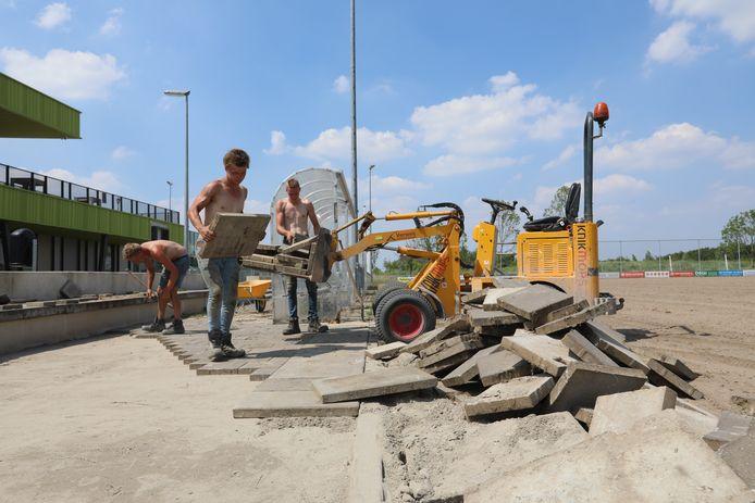 Herstelwerkzaamheden op sportpark Willem-Alexander in Schiedam.