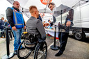 Thierry Baudet sprak met kiezers van achter een plexiglas spatscherm in Harderwijk, maar een boks kon volgens hem zo nu en dan best.