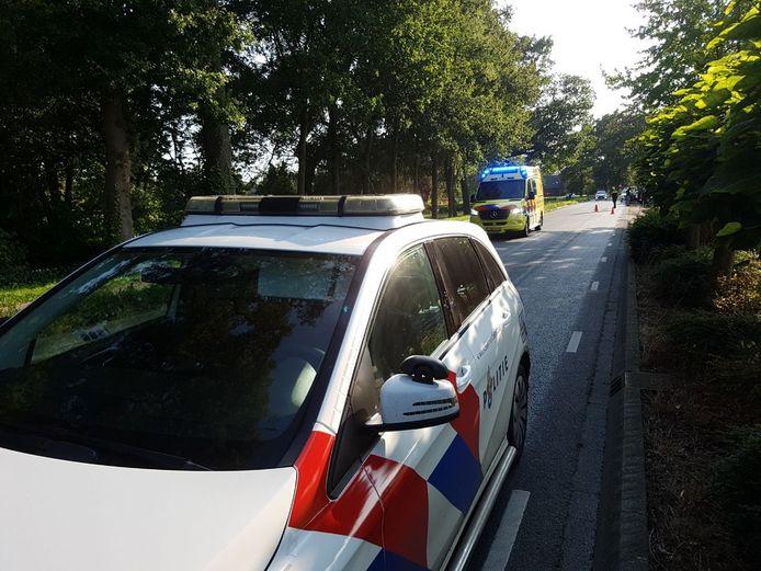 Aan de Uelserweg in Tubbergen vond zaterdagmiddag een aanrijding tussen een motorrijder en een automobilist plaats.