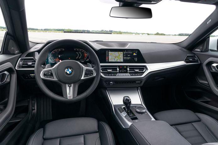 De cockpit is typisch BMW: sportief maar zakelijk