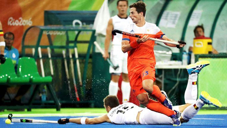 Sander Baart in actie tijdens de halve finale in Rio tegen de Belgian Lions. Beeld Photo News