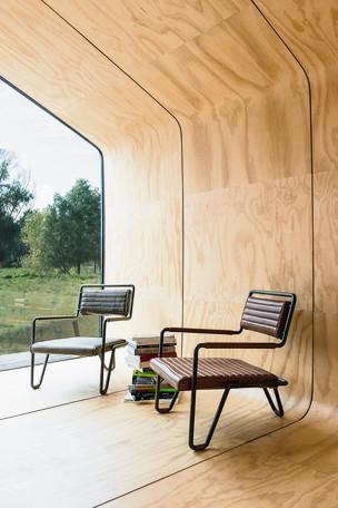 Foto van Binnenkijken in een huis van golfkarton