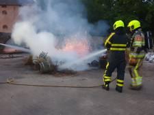 Veel rook door brand bij rieten manden op Heumens landgoed