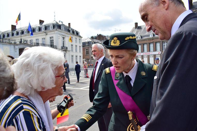 Prinses Astrid en haar man Lorenz groeten het publiek in Namen.