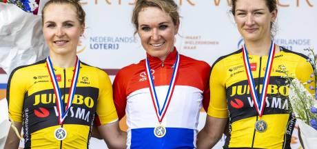 Karlijn Swinkels uit Handel pakt brons op NK wielrennen: 'Beloning voor haar harde werken voor een ander'