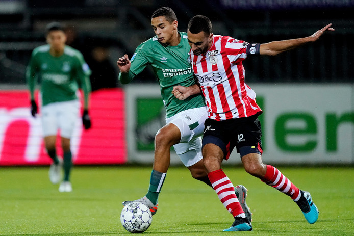 Mohamed Ihattaren had nog bijna de 2-3 op zijn schoen, maar dat zou voor PSV te veel van het goede zijn geweest.