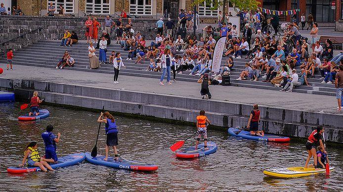 Op Dansstorm gaf Eefje zaterdag enkele initiatielessen aan het Begijnhof en zondag deed ze een performance op de Broelkaai.