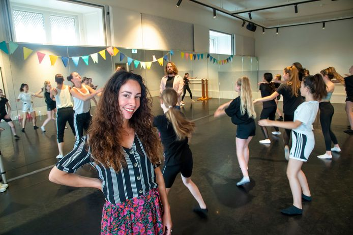 Dansschool Anouk uit Harderwijk van dansdocente Anouk Nijenhoff danst sinds een week in het Oude Stadhuis