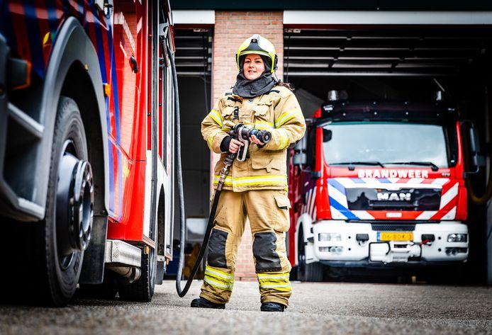 Brandweervrouw Mandy van de Griend bij de post in Heinenoord.