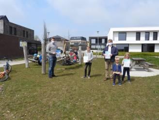 Hebben je kinderen zin om buiten te spelen? Hang dan de Buitenspeelkaart op aan je woning