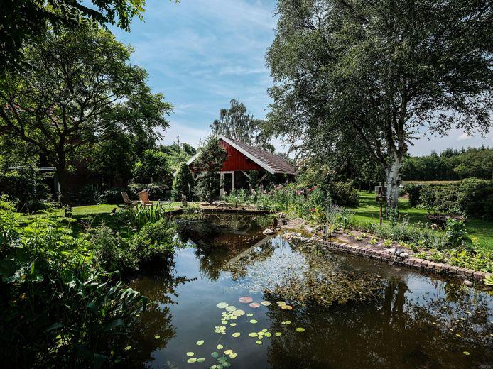 De Breedenbroekse tuin is volgens de tuinvereniging Groei & Bloei hét voorbeeld van een levende tuin.
