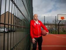Nijmeegse basketbalcoach Tjin-A-Koeng langer bij Almere Sailors