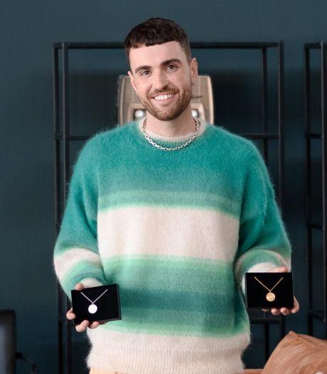 Duncan Laurence krijgt Songfestival-sieraad waarin zijn winnende nummer is verwerkt