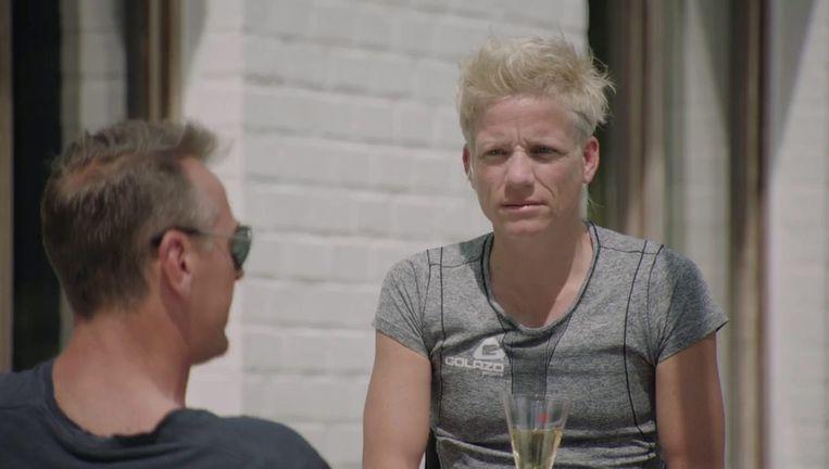 Marieke Vervoort met Tom Waes in 'Het huis'. Beeld VRT