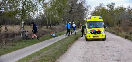 Wielrenner gewond bij harde smak in buitengebied Apeldoorn
