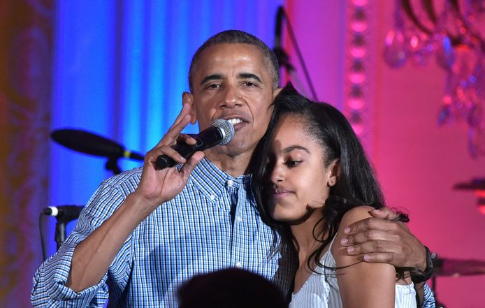 Oud-president Barack Obama met zijn dochter Malia.