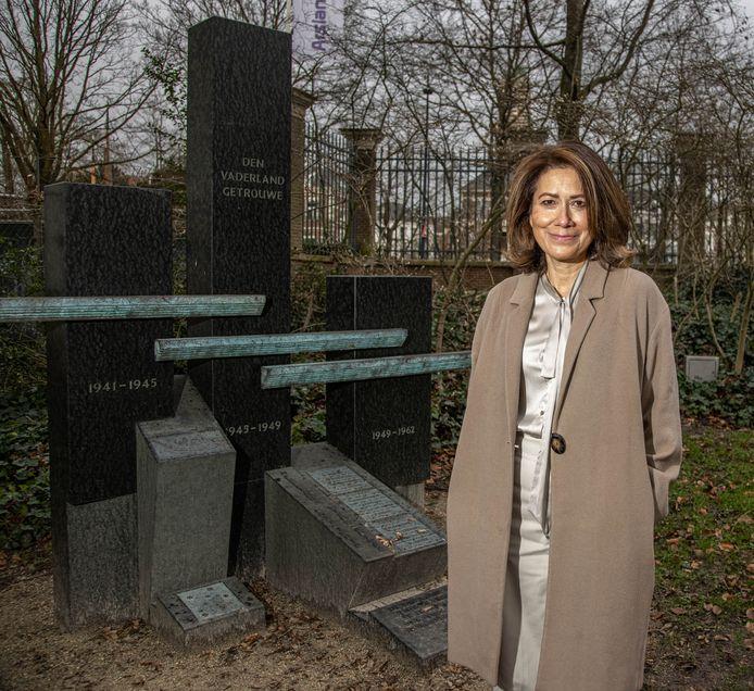 Cathy Folmer vraagt meer aandacht voor de herdenking bij het Indië- en Nieuw Guinea-monument in het Zwolse Park Eekhout. Zij gaat via sociale media vooral jongeren werven.